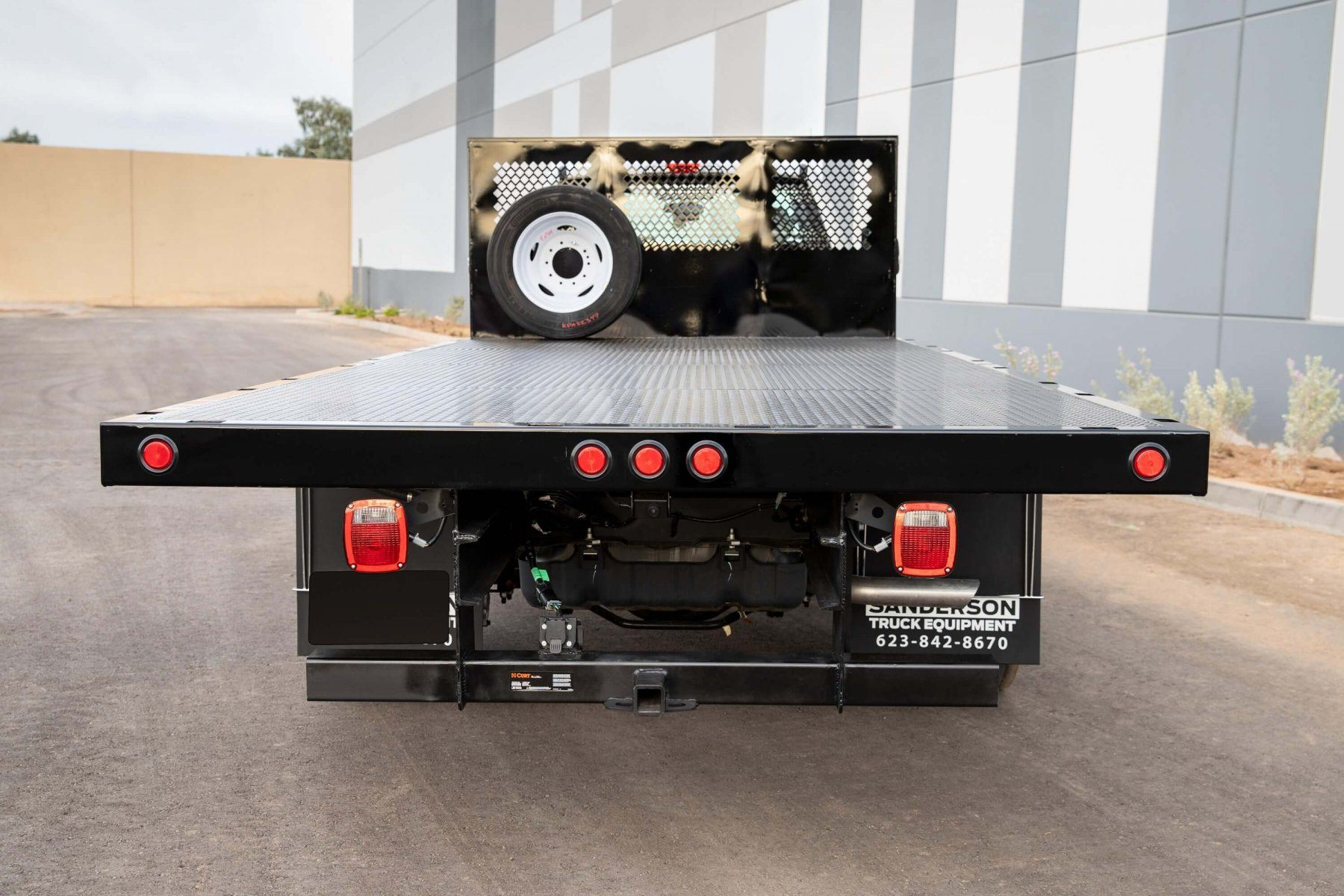 Sun-Country-Flatbed-Stakebed_002.jpg